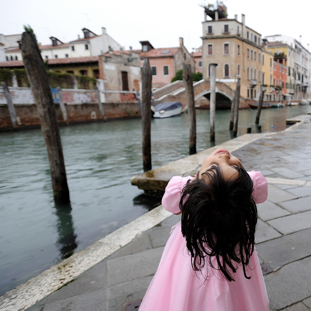 Italia - Venezia, Collegio Armeno nel quartiere di Dorsoduro. ASIA CHARAF, figlia dell'architetto libanese AHMAD CHARAF, amico della comunit� armena.